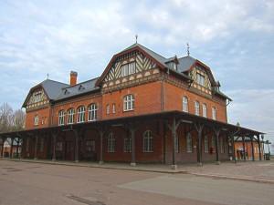 Stations bygning bagfra profil